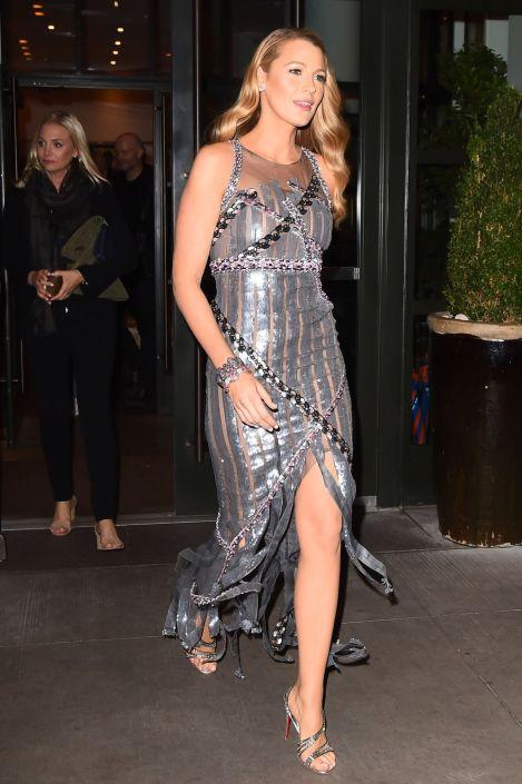 blake-lively-silver-dress-1508225789